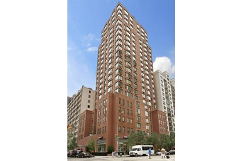 JUST LISTED *** WATER VIEWS *** HIGH FLOOR STUNNING 1 BEDROOM *** LUXURY FULL SERVICE BUILDING ***DMN***SECOND AVENUE TRAIN